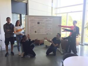 Étudiants du CIM et poster résumant leur stage
